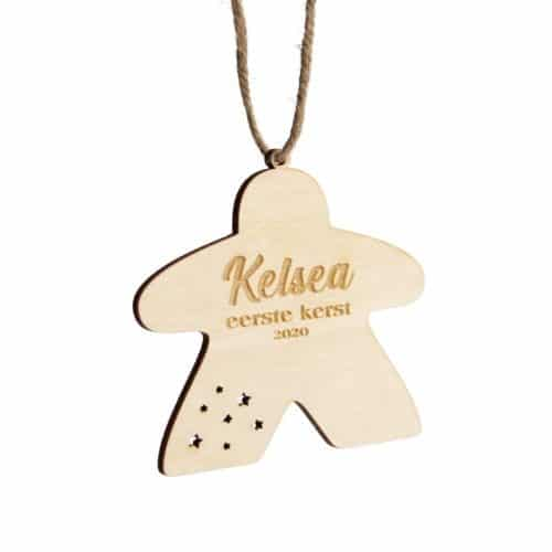 bordspel-merchandise-houten-kerstornament-meeple-eerste-kerst-gepersonaliseerd